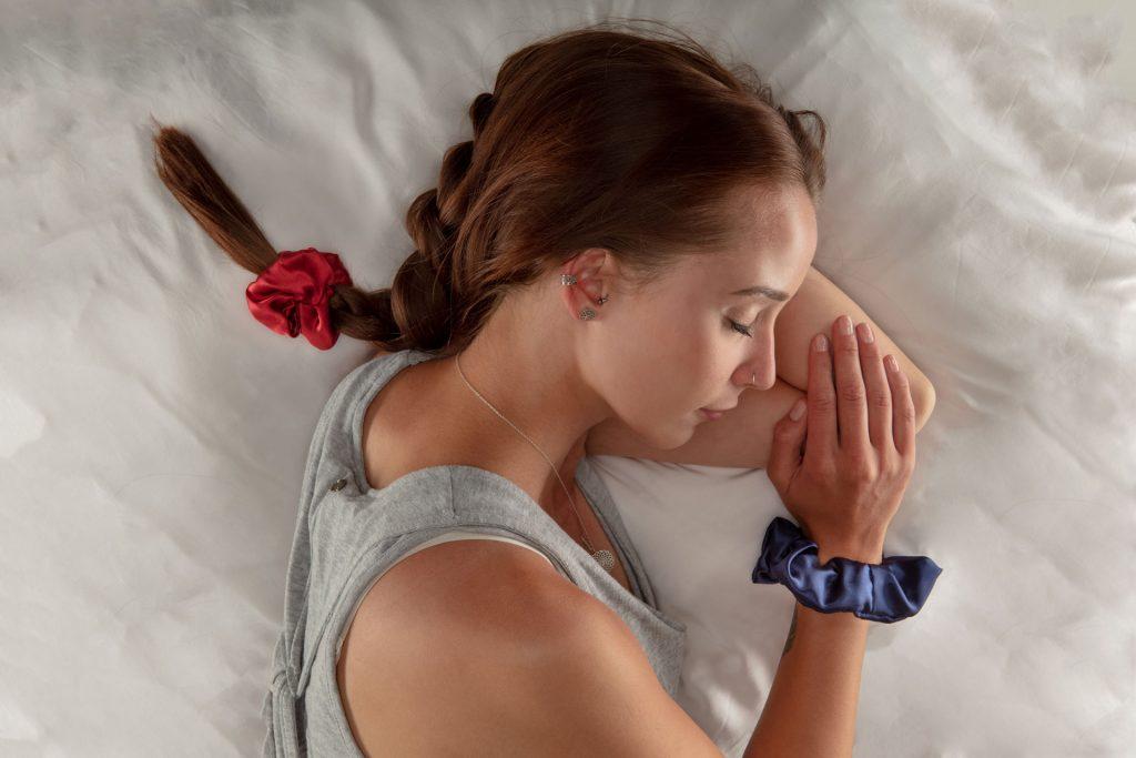 Haargummi aus Seide zum Schlafen